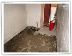 Místnost sýrárny před rozvody a podlahou